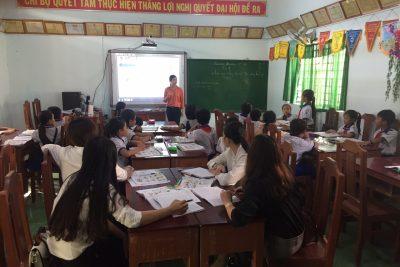 Giáo viên Trường TH&THCS Phong Đông tham gia sinh hoạt chuyên môn theo cụm