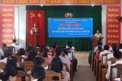 Tập thể giáo viên, nhân viên trường TH&THCS Phong Đông dự lớp bồi dưỡng, tập huấn chính trị hè năm 2020