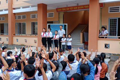 Những tiết sinh hoạt dưới cờ nhiều lý thú của thầy trò trường TH&THCS Phong Đông