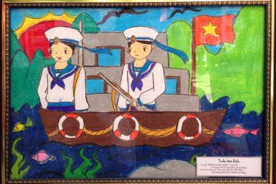 Học sinh tham gia cuộc thi vẽ tranh hướng về biển Đông